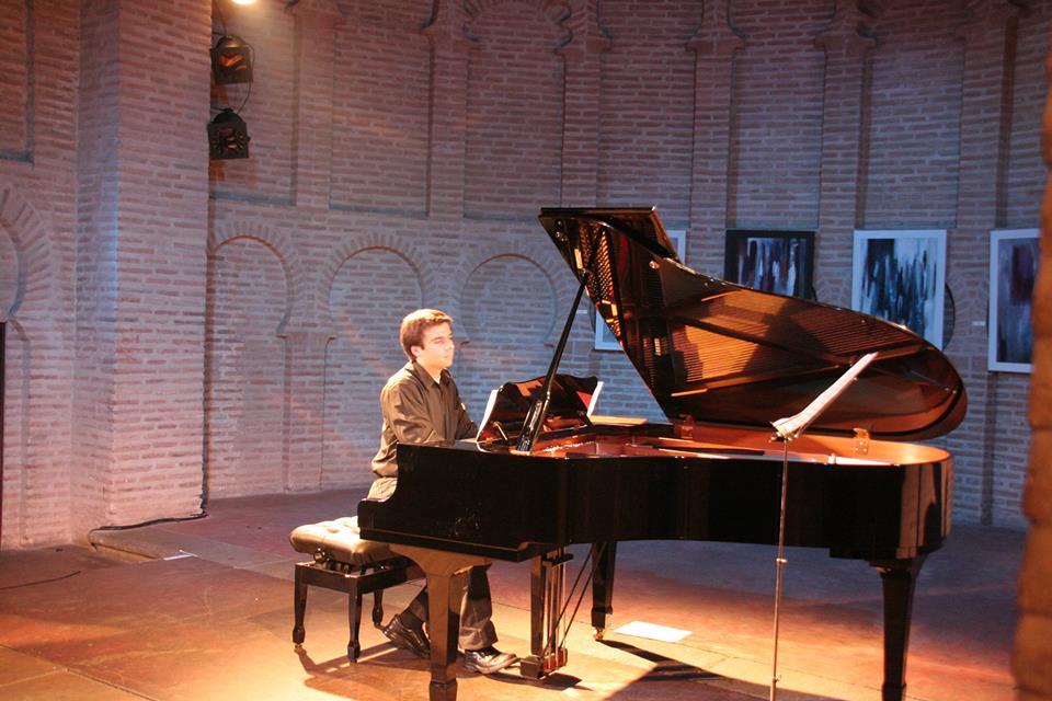 HISTORIAS DEL PIANO. VESTUARIO: GUILLERMO VILLANUEVA